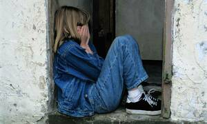 Φρίκη στη Λαμία: «Πα-τέρας» εξέδιδε την κόρη του με νοητική στέρηση