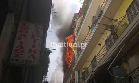 Συναγερμός στη Θεσσαλονίκη: Φωτιά σε διαμέρισμα -Εγκλωβισμένα 3 άτομα
