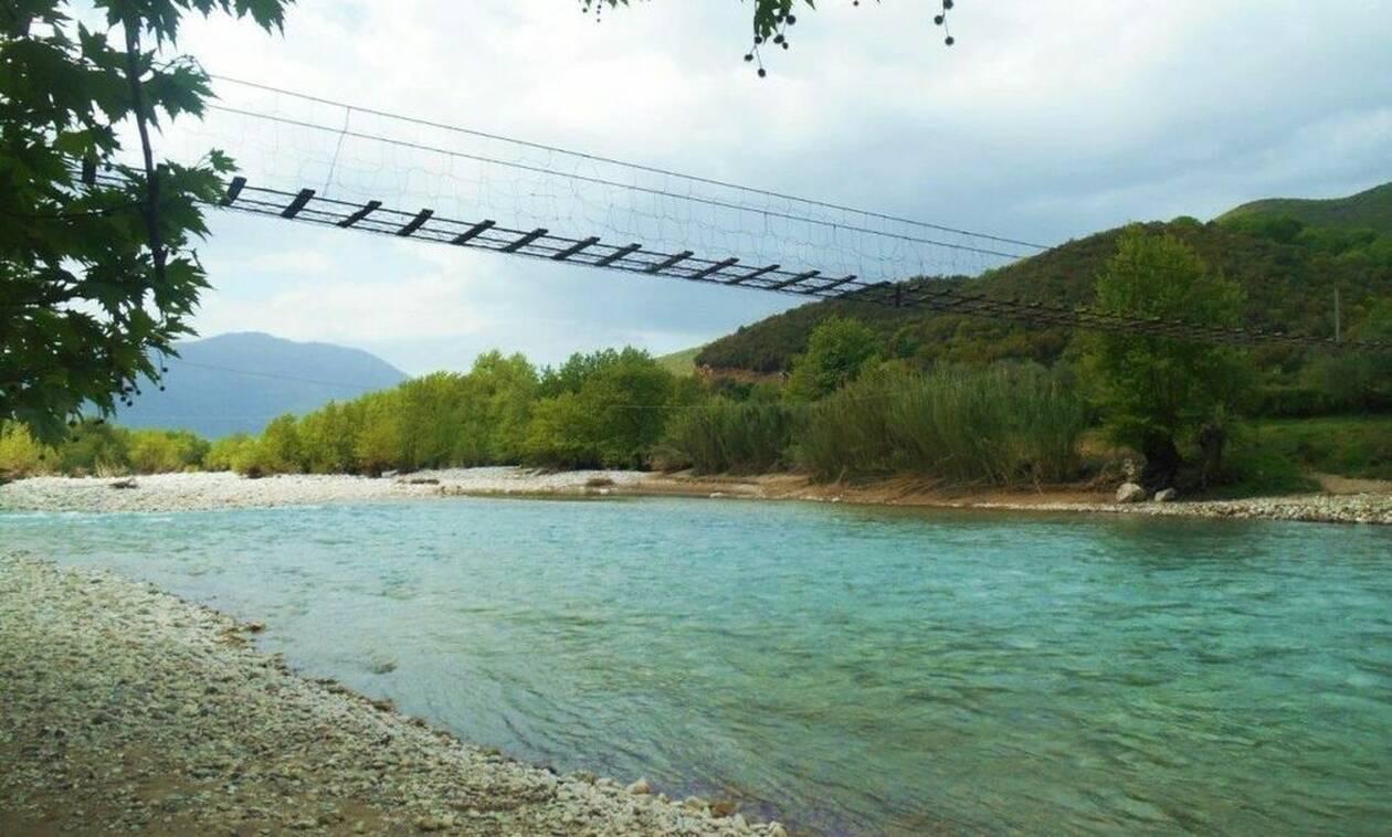 Αυτή είναι η πιο περίεργη γέφυρα στην Ελλάδα! (vid)