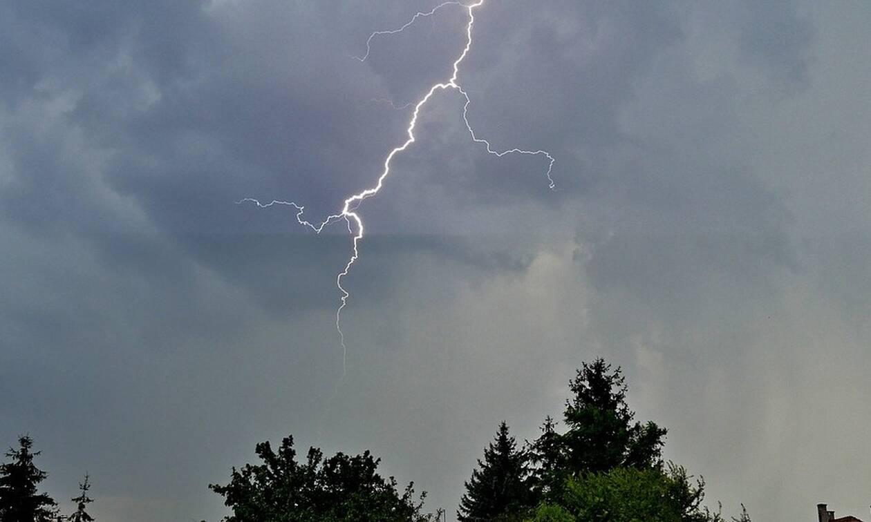 Καιρός: Έκτακτο δελτίο επιδείνωσης - Καταιγίδες, χαλάζι και πτώση της θερμοκρασίας (ΧΑΡΤΕΣ)