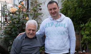 Ένας Κρητίκαρος 97 χρονών μάς άνοιξε το σπίτι και την καρδιά του!