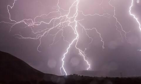Καιρός: Ισχυρές καταιγίδες και χαλάζι – Πού θα «χτυπήσουν» τα έντονα φαινόμενα τις επόμενες ώρες