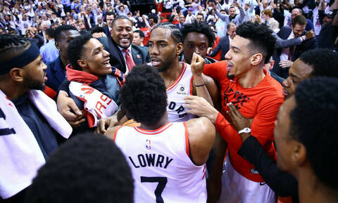 NBA: Ο Λέοναρντ έστειλε τους Ράπτορς στον δρόμο των Μπακς (video)
