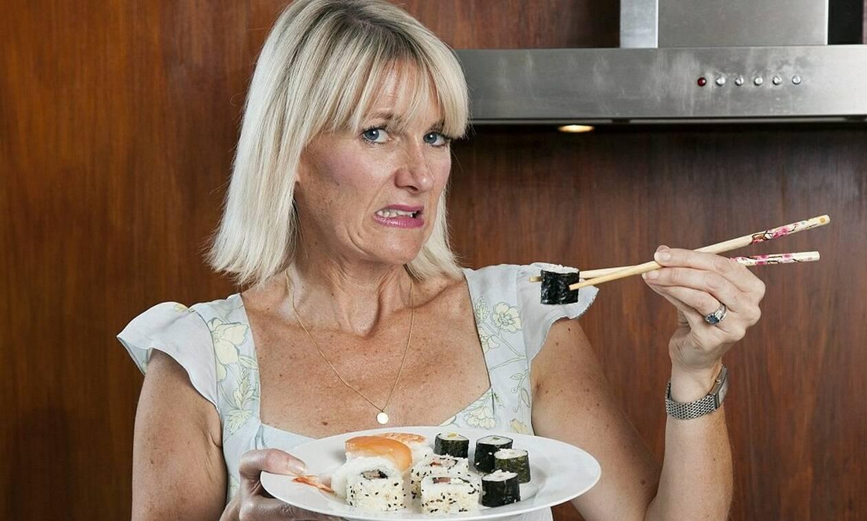 Τρομακτικό: Πήρε χαμπάρι ότι το φαγητό της ήταν ζωντανό την ώρα που έτρωγε! (pics)
