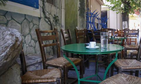 Μείωση ΦΠΑ: Καμία αλλαγή στην τιμή καφέ και αναψυκτικών - Τι αναφέρει η τροπολογία