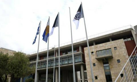 Αναταραχή στη Θεσσαλονίκη, κατέβασαν σημαίες του ΠΑΟΚ (photos)