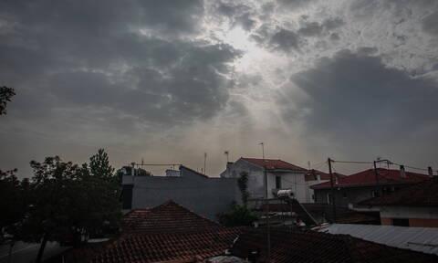 Έκτακτο Δελτίο Επιδείνωσης Καιρού: «Φθινοπωρινή» η Τρίτη με σκόνη και καταιγίδες (pics)