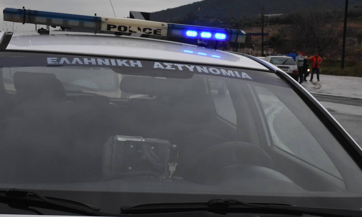 Καταδρομική επίθεση με μολότοφ και γκαζάκια στο ΑΤ Καισαριανής (vid)