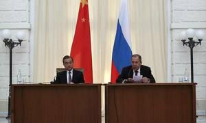 Главы МИД России и Китая обсудили в Сочи возможности для диалога с США