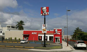 Απίθανος: Έτρωγε τσάμπα στα KFC για ένα χρόνο λέγοντας οτι...