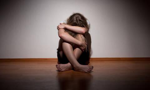 Συγκλονίζει ο αδελφός της 18χρονης που εξέδιδε ο πατέρας της: «Προσπάθησα να τη σώσω από την κόλαση»