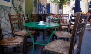 Μείωση του ΦΠΑ στον καφέ: Πόσο θα τον πληρώνετε στο ράφικαι πόσο στην καφετέρια