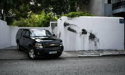 Έντονη καταδική ΥΠΕΞ για την επίθεση στην κατοικία του αμερικανού πρέσβη