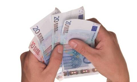 Ακατάσχετος λογαριασμός: Aυξάνεται στα 1.250 ευρώ