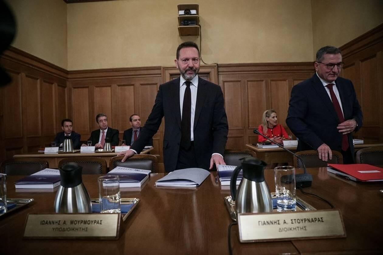 Προειδοποιήσεις Στουρνάρα για τις παροχές της κυβέρνησης