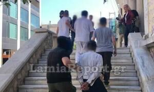 Προφυλακιστέοι ο πα-τέρας και οι «φίλοι» του που ασελγούσαν σε κορίτσι ΑμεΑ