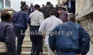 Σοκάρουν οι αποκαλύψεις στη Λαμία: Ο «πα-τέρας» έδενε με αλυσίδα το ΑμεΑ κοριτσάκι