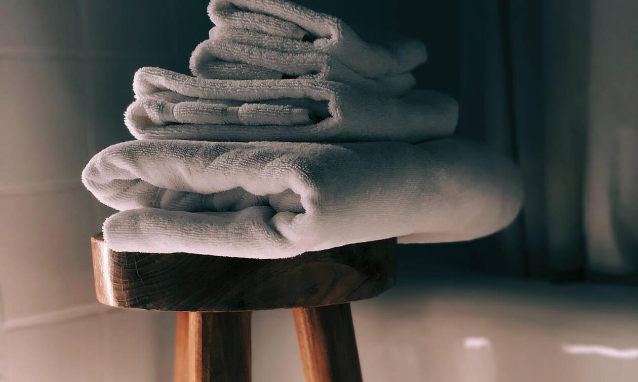 Σφουγγάρια και πετσέτες: Ξέρεις πότε γίνονται επικίνδυνα για την υγεία σου; (video)