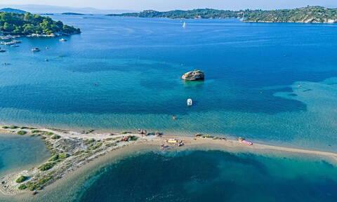 Σαν τη Χαλκιδική δεν έχει: Πρώτη στην Ελλάδα με 92 «Γαλάζιες Σημαίες» (Όλη η λίστα)