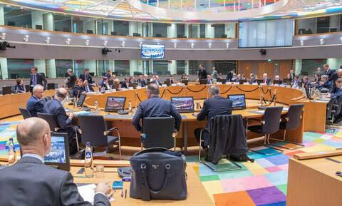 Eurogroup: Ο Χουλιαράκης δίνει εξηγήσεις για τις παροχές - Πώς θα αντιδράσουν οι Ευρωπαίοι