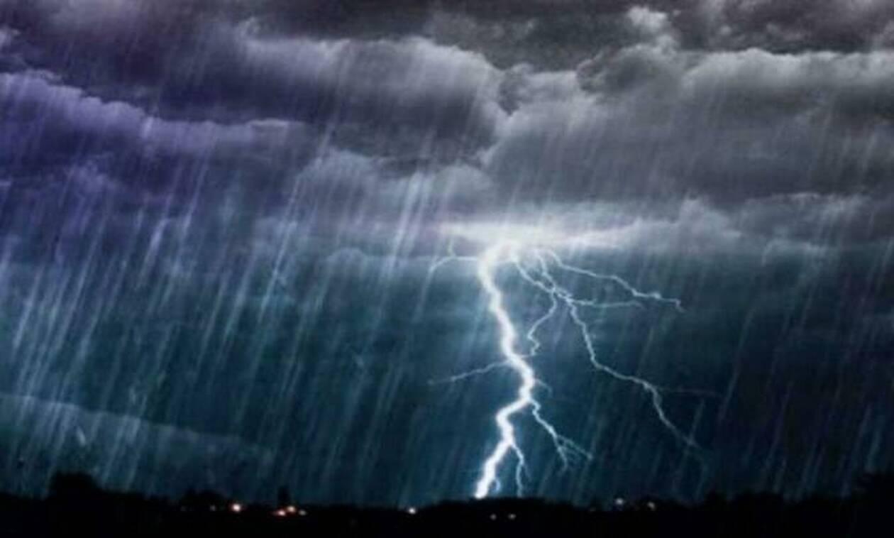 Καιρός: Επιδείνωση και βροχές την Παρασκευή, καλοκαίρι την επόμενη εβδομάδα (video)