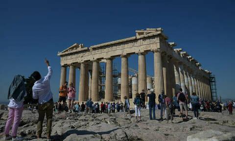 «Θα το καταλαβαίναμε αν ήταν στη Σ. Αραβία»: Τι λένε οι Γερμανίδες που έφαγαν... πόρτα στην Ακρόπολη
