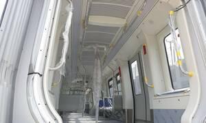 Θεσσαλονίκη: «Αποκαλύφθηκαν» τα πρώτα βαγόνια του Μετρό – Δείτε φωτογραφίες και βίντεο