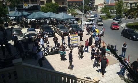 Οργή στην Κρήτη: Προσπάθησαν να λιντσάρουν τον δολοφόνο του Κώστα Κατσουλάκη (pics+vids)