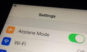 Γιατί κλείνουμε τα κινητά στο αεροπλάνο;