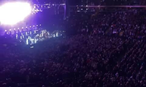 Επικό! Διάσημος τραγουδιστής έβρισε άγρια τους θεατές στη συναυλία του! «Να πάτε να γαμ…» (pics+vid)