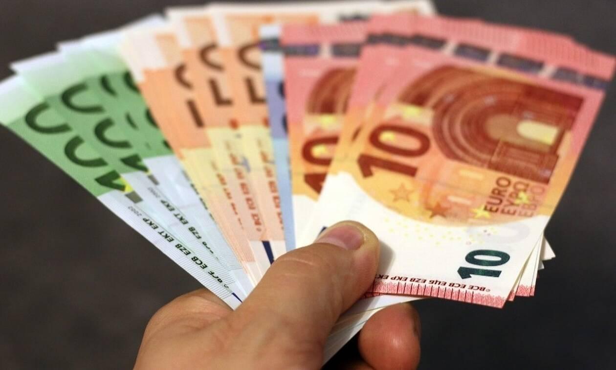Από πότε θα ισχύσει η μείωση του ΦΠΑ - Πού και πόσο μειώνεται