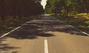 Απίστευτες εικόνες: «Πάγωσαν» οι περαστικοί με ΑΥΤΟ που είδαν στη μέση του δρόμου