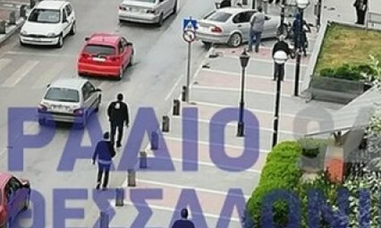 Θεσσαλονίκη: Αυτοκίνητο καρφώθηκε σε στάση λεωφορείου