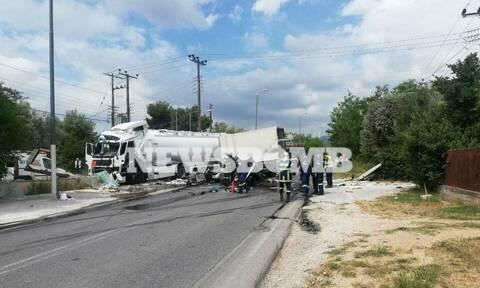 Φρικτό τροχαίο στο Μαρκόπουλο - Συγκρούστηκε βυτιοφόρο με φορτηγό (pics)