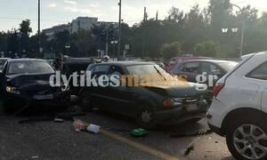 Εικόνες - ΣΟΚ: Ασύλληπτη καραμπόλα στο κέντρο της Αθήνας - Τρεις τραυματίες