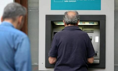 13η σύνταξη: Γιατί βλέπουν λιγότερα χρήματα στους λογαριασμούς τους οι συνταξιούχοι