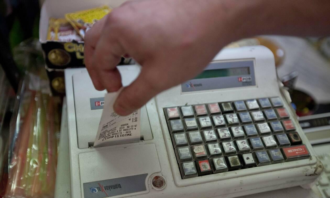 Μειωμένος ΦΠΑ: Όλα τα προϊόντα που γίνονται φθηνότερα από τη Δευτέρα