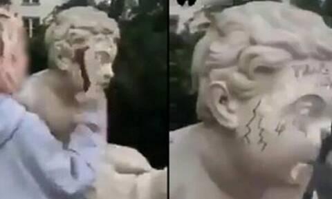 Τρομερό! Κοπέλα διέλυσε άγαλμα 200 ετών για μία πόζα στο Instagram (pics+vid)