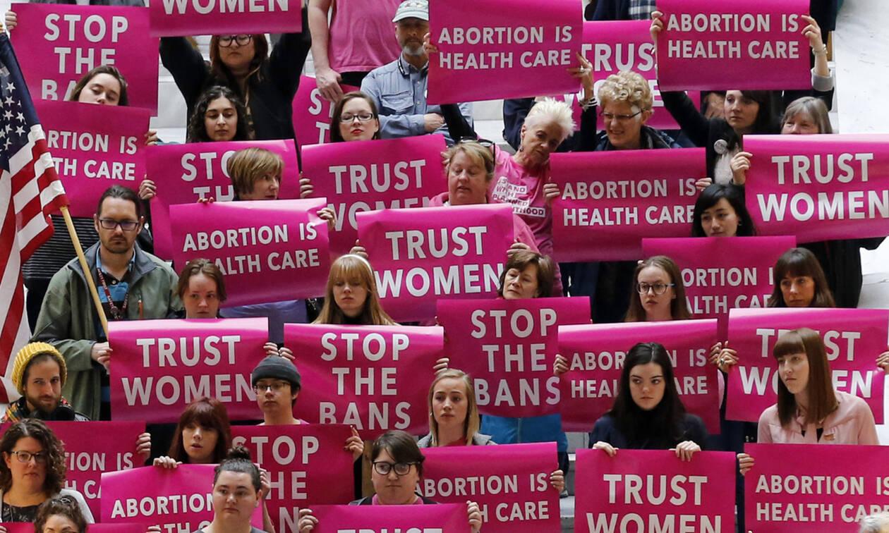 Η ηθοποιός Busy Philipps παίρνει θέση για το νομοσχέδιο για τις αμβλώσεις στις ΗΠΑ.