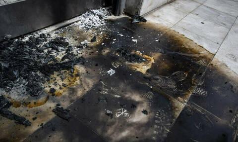 Χαϊδάρι: Επίθεση τα ξημερώματα σε τράπεζα με βαριοπούλες και μολότοφ