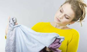 Πώς θα αφαιρέσεις λεκέ από χλωρίνη στα ρούχα σου!