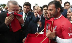 Διαστρεβλώνει την ιστορία  και προκαλεί ο Ερντογάν: «Οι Τούρκοι υπέστησαν γενοκτονία»