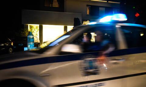 Θρίλερ στα Μελίσσια: Τραυμάτισαν και λήστεψαν αστυνομικό μέσα στο σπίτι του