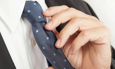 Έτσι θα δέσεις τη γραβάτα σου σε μόλις 5 δευτερόλεπτα! vid)