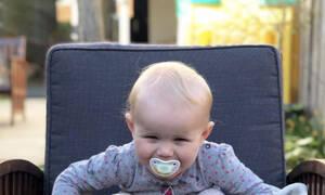 Η μικρούλα έχει ξετρελαθεί με τα τρία κατοικίδιά της - Δείτε τι είναι (vid)