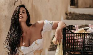Mαρία Κορινθίου: Έγινε ξανά μελαχρινή και θυμόμαστε τις πιο σέξι της στιγμές