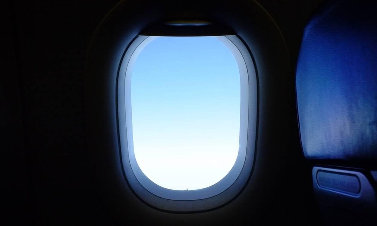 Πανικός στον αέρα: Δείτε τι έκανε επιβάτης - Έξαλλο το πλήρωμα (pics)
