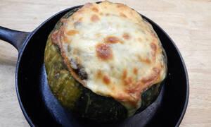 Συνταγή για νόστιμα γεμιστά κολοκυθάκια (vid)