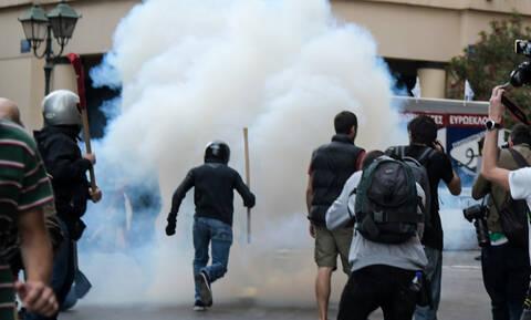 Επεισόδια στο κέντρο της Αθήνας κατά τη διάρκεια πορείας υπέρ του Κουφοντίνα