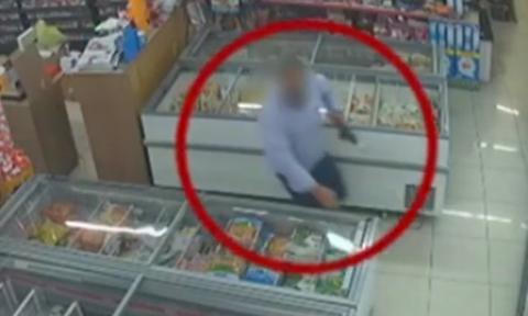 Βίντεο - ΣΟΚ: Η στιγμή της εν ψυχρώ δολοφονίας του κοινοτάρχη στα Χανιά